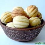Готовим сладкие домашние орешки при помощи формы