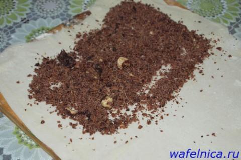 Шоколадная крошка выкладывается на тесто