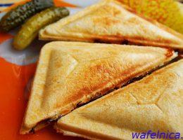 Домашний хрустящий сэндвич с курицей и грибами